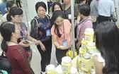 企業參加本市與各省市商品供需連結會議。