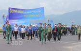 """平定省歸仁市舉行的""""安全區""""紀念集會和遊行一瞥。(圖源:BĐO)"""