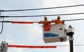 以Live-line(無須停電)模式保修電網 和智能電網有助減少本 市停電時間。
