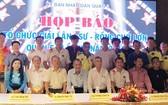 第五郡人委會副主席張庚波、郡體育中心主任阮玉秀、各華人會館、龍獅團代表應邀出席。
