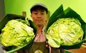 用香蕉葉包裹蔬菜。(圖源:玉顯)