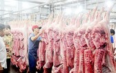 平田集散市場售賣豬肉一瞥。