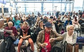 挪威有大批旅客滯留機場等候。(圖源:互聯網)