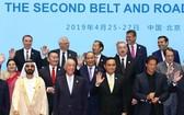 阮春福總理和各團長合照。(圖源:越通社)