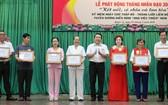 茶山慶雲南院住持周華邦(右)熱衷於各項人道活動,每 年關照高齡者、窮人、清貧學生等的總經費高達 20 億元。
