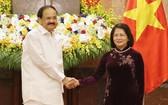 國家副主席鄧氏玉盛(右)與印度副總統文卡亞‧奈杜舉行會談。(圖源:VOV)