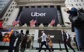 這是5月10日在美國紐約證券交易所外拍攝的優步公司大幅海報。當日,美國網約車平台優步公司在紐約證券交易所掛牌上市。(圖源:互聯網)