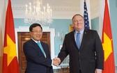 范平明副總理(左)與美國國務卿邁克‧蓬佩奧舉行會談。(圖源:外交部)