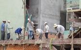 建築工程高但腳手架簡陋,勞工也沒有勞動保護工具。
