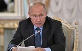當地時間 6月6日,俄羅斯總統普京在聖彼得堡經濟論壇期間接見媒體高管。(圖源:互聯網)