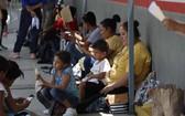 大批中美洲民眾湧入墨西哥,試圖前往更北方的美國,追求更好的生活。(圖源:AP)