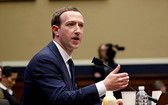 臉書創辦人馬克‧扎克伯格與法國總統馬克龍對打擊仇恨言論會面多次。(圖源:路透社)