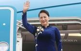國會主席阮氏金銀與越南國會高級代表團,於今(8)日上午離開河內啟程前往中華人民共和國進行正式訪問。(圖源:Quochoi.vn)