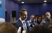 7月7日,在希臘雅典新民主黨總部,新民主黨領導人基里亞科斯·米佐塔基斯對媒體發表講話。(圖源:新華社)