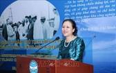 越南各友好組織聯合會主席阮芳娥在紀念儀式上致詞。(圖源:越通社)