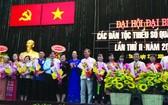大會介紹了12位代表(華人共5人)和2位候補代表參加第三屆本市少數民族代表大會。