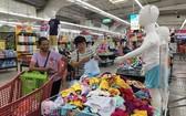 越南 Big C超市裡擺售的成衣產品。(圖源:明戰)
