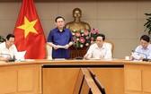 王廷惠副總理(左二)在會議上發表講話。(圖源:越通社)