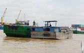 被扣押的非法採沙船。(圖源:雄勇)