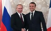 俄總統普京(左)與法總統馬克龍。(圖源:互聯網)