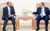政府總理阮春福(右)接見石油輸出國組織(OPEC)的國際發展基金(OFID)主任阿卜杜勒‧哈米德。(圖源:光孝)