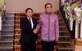 泰國總理兼國防部長巴育(右)3日在曼谷會見緬甸國防軍總司令敏昂萊。(圖源:互聯網)