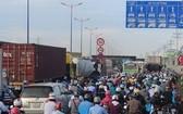 通往桔萊港周邊的街道經常堵塞。(圖源:田升)