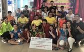 吳美玲秘書長(前排右四)及代表團與舊邑郡兒童輔育中心殘疾孤兒合影。