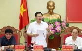 政府副總理王廷惠(中)在會上發表講話。(圖源:誠鐘)