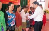 88名老撾公民加入越南籍儀式現場一瞥。(圖源:越通社)
