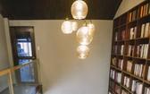 龐大的書籍數量是該咖啡店的亮點。