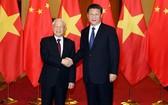 黨中央總書記、國家主席阮富仲(左)與中共中央總書記、中國國家主席習近平。(圖源:越通社)