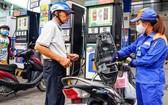 汽油每公升上調 666 元。(示意圖源:互聯網)