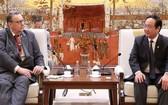 河內市人委會副主席阮世雄(右)接見芬蘭駐越南大使卡麗‧卡希洛托。(圖源:林慶)