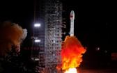 當地時間10月5日2時51分,中國在太原衛星發射中心用長征四號丙運載火箭,成功將高分十號衛星發射升空。(圖源:新華社)