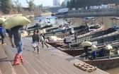 芒街港口搬運農產品準備出口。