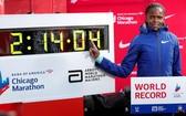 肯尼亞長跑名將布里吉‧科斯奇在芝加哥的馬拉松比賽中,跑出2小時14分鐘4秒的成績。(圖源:互聯網)