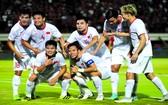 越南全隊慶祝進第一粒球。(圖源:互聯網)