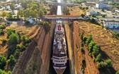 運河剛好可容納郵輪通過。(圖源:互聯網)