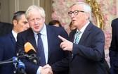 英首相約翰遜(左)與歐盟委員會主席容克。(圖源:Getty Images)