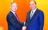 政府總理阮春福(右)接見日本 軟銀集團創始人。(圖源:光孝)