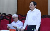 黨中央書記、越南祖國陣線中央委員會主席陳清敏(站立者)在會議上發言。(圖源:越通社)