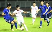 越南隊(白衣)與日本隊比賽一瞥。(圖源:互聯網)