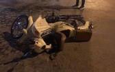 摩托車遭汽車碰撞後現場。(圖源:永軍)