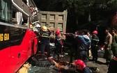 救護隊員們到達事故現場實施救援。(圖源:越通社)