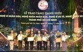 四位華人獲頒贈人民藝人稱號。