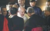 羅馬教皇方濟各23日傍晚抵達日本羽田機場。(圖源:共同社)