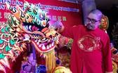 理事長陳建昌為金龍點睛開光。
