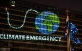 歐洲議會當地時間28日通過決議,宣佈歐盟進入氣候緊急狀態。(圖源:Greenpeace)