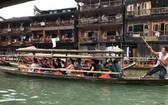 如詩如畫的鳳凰古鎮十分吸引越華遊客。
